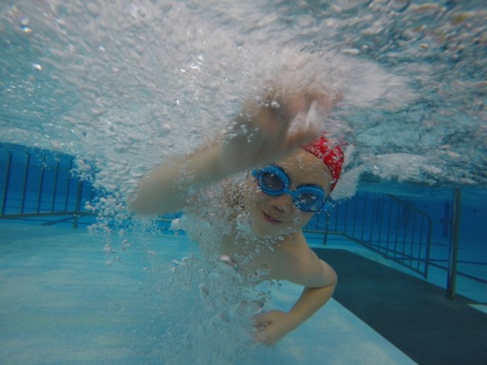 Hotel Niseko Alpen Pool Swimming Child Underwater Goggles