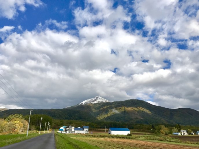 Snow on the peaks of Niseko-Annupuri on October 5th.​