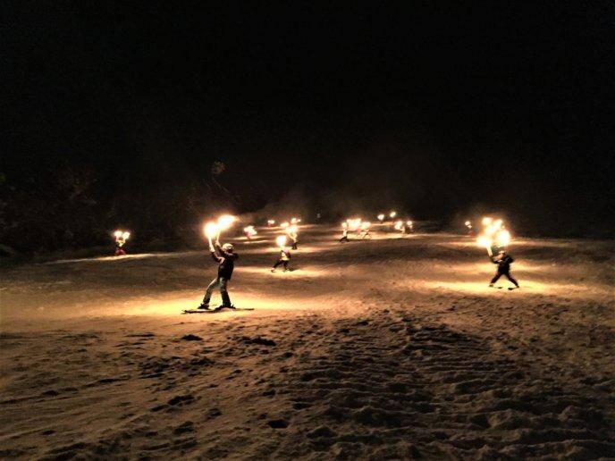 Torchlight-skiing