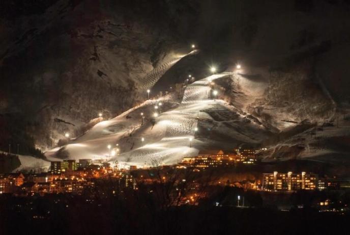niseko-night-skiing