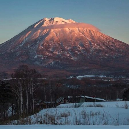 冬の羊蹄山のベストインスタ投稿