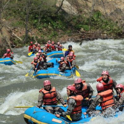 spring-rafting-in-niseko-nac