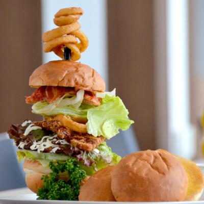 Tanta An Mega Burger