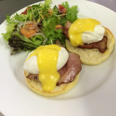 Green Farm Cafe Eggs Benedict